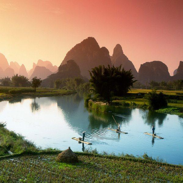 Pescare nella acque di Li river, Cina
